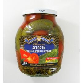 Surtido de tomate y pepinos...